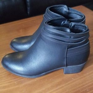 Madden Girl Black Booties Size 6